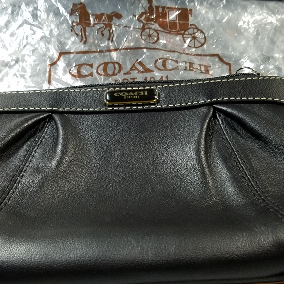 Coach Leather Pleated Wristlet - black/silver